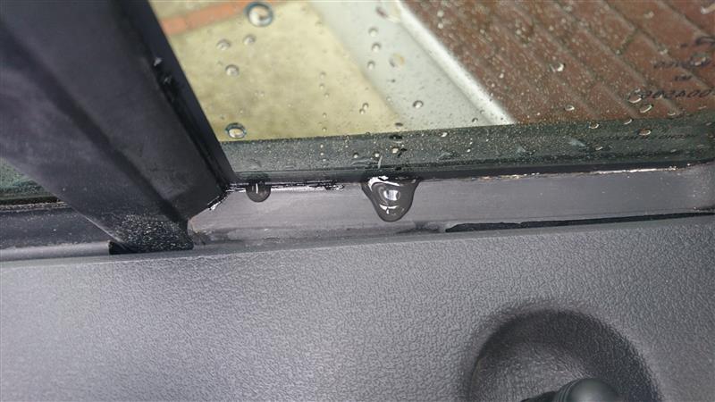 右リアクォーターガラスの水漏れ再補修