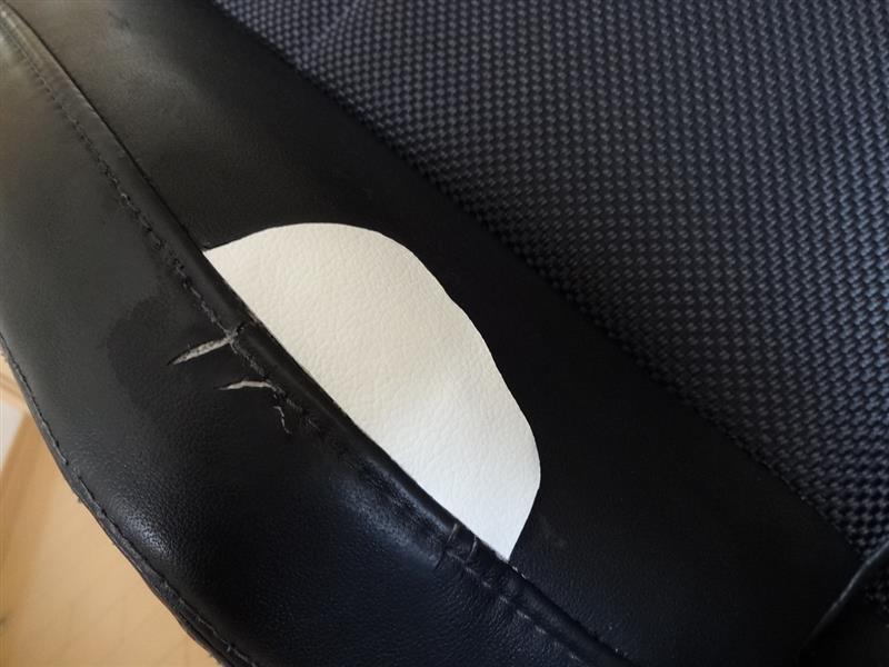 破れたシートの補修したよ。