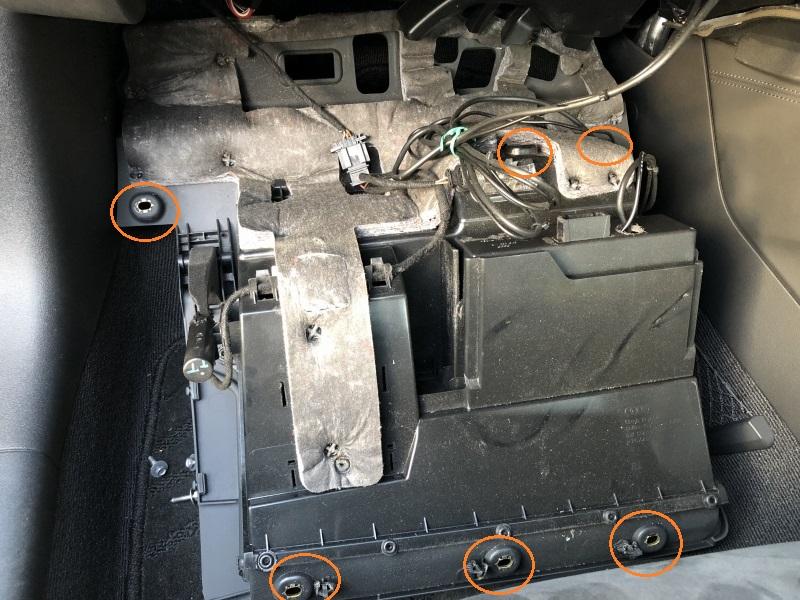 TTの内装外し・グローブボックス