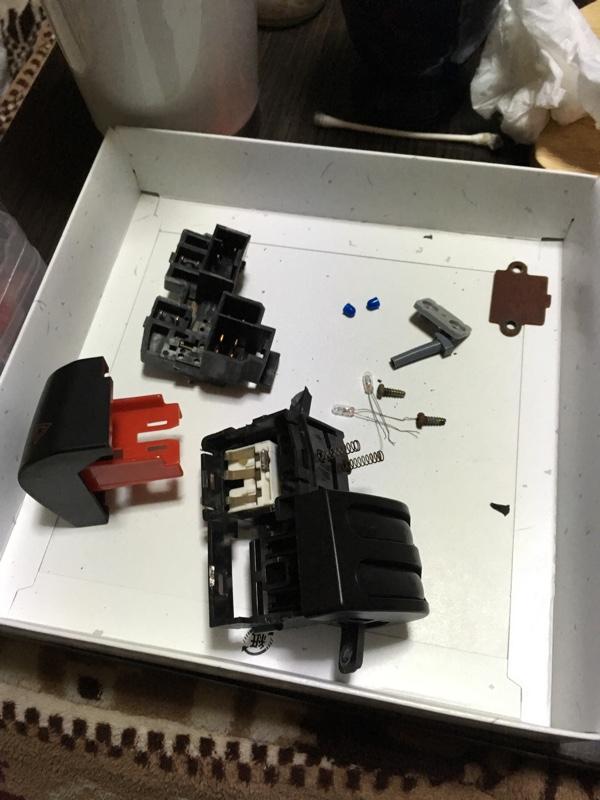 ハザードスイッチ修理及びクラスタースイッチのイルミ交換