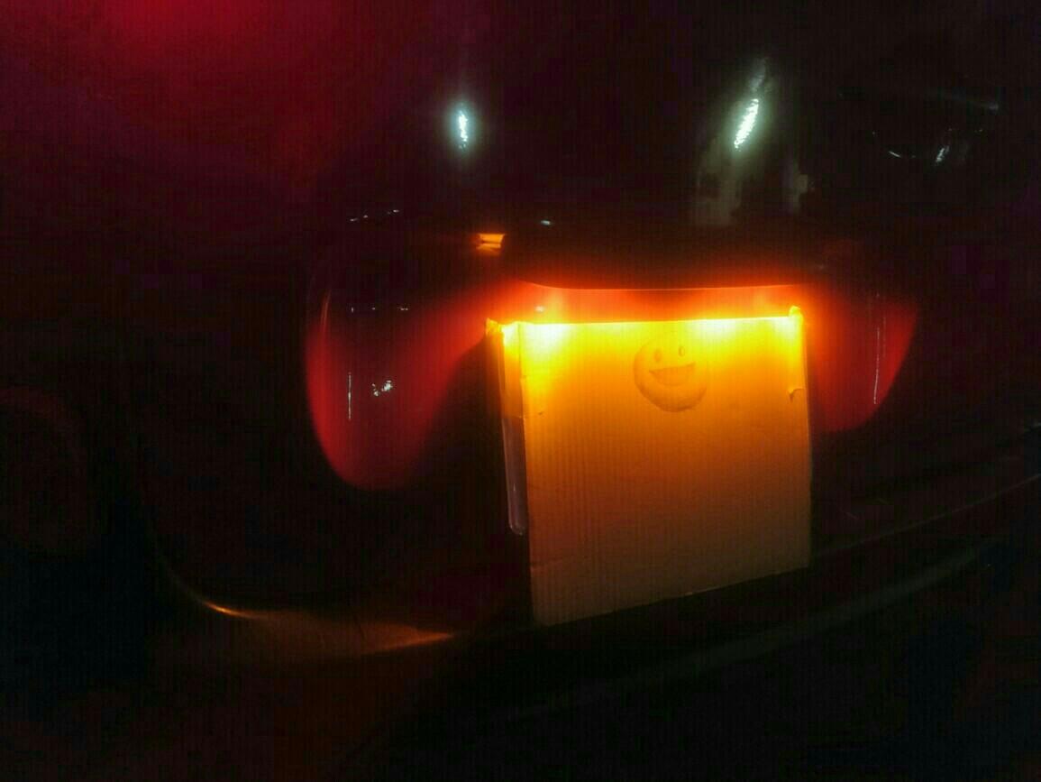 ナンバープレートの灯り