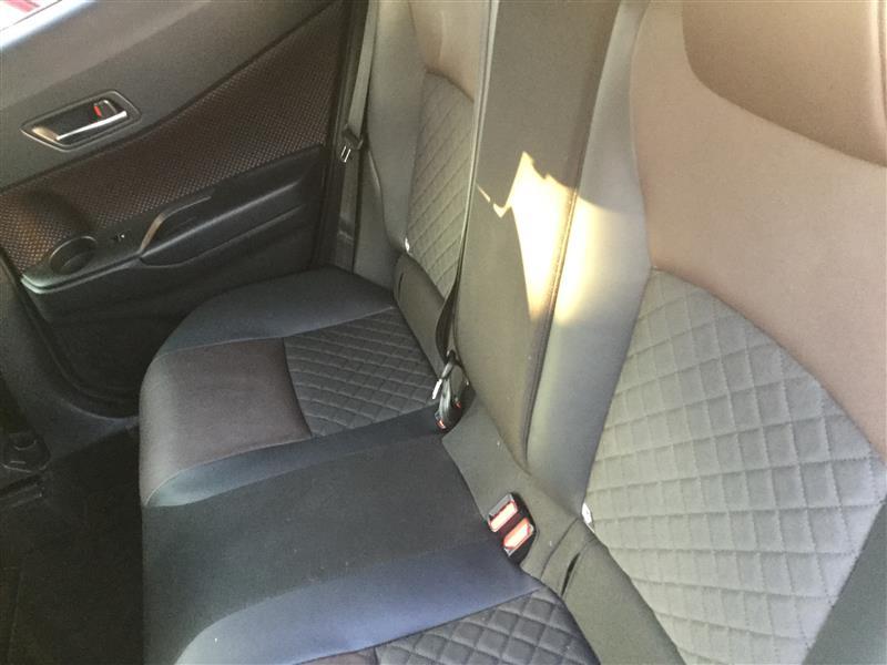 リアシート。<br /> 手順では座席部分を先に外し、後から背もたれを外す手順が紹介されてましたが、先に背もたれを外す方が簡単です。<br /> 背もたれが無いと座席はひっぺがすだけで取れます。<br /> ただし、中央シートベルトのロックを先に外さないと背もたれは外れません。<br /> 肝心な効果ですが、暫く内張がない状態だったので静かになった錯覚がありました。さほどロードノイズは消えてないかな。<br /> しかし、風切り音が前より気になるので、ロードノイズは減っているのだと思います。<br /> 体調まで崩して施工したし、効果あったという事にさせていただきます。<br /> 今回は静音化のデッドニングでした。<br /> なかなかドアのデッドニングに取り掛からないですが、いずれやります。<br /> 以上です。