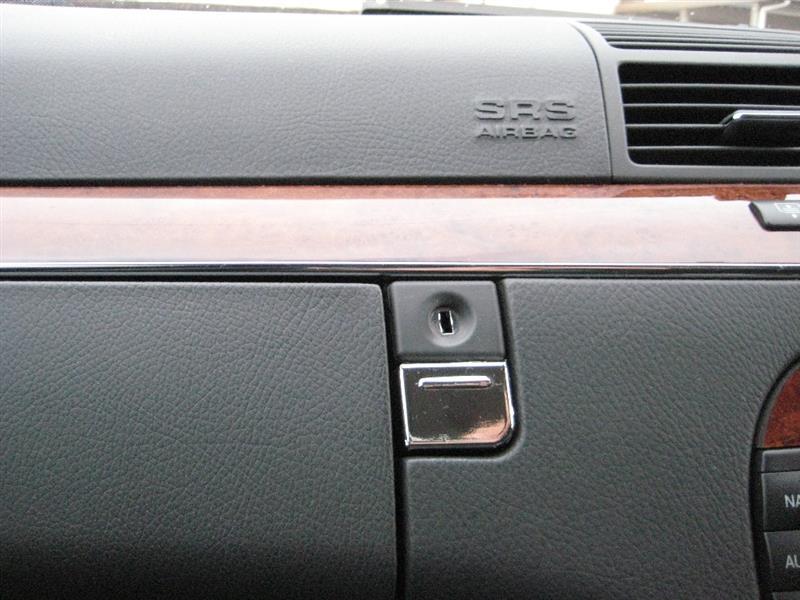 グローブボックス ボタンのカラー剥げ修理
