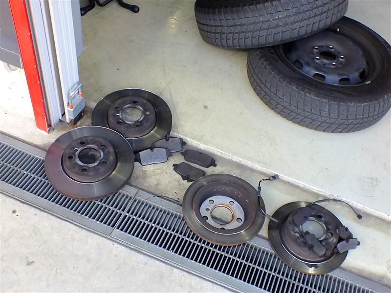 ブレーキパッド&ローター交換。