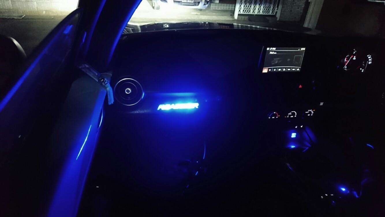 ROADSTERロゴのイルミネーション化(室内照明)