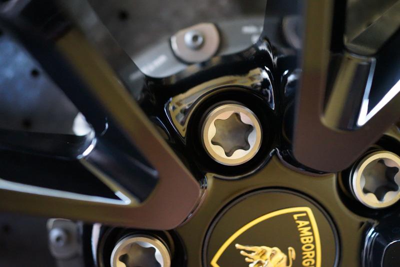 ウラカンのホイールボルトをチタン製に交換してみた(2)