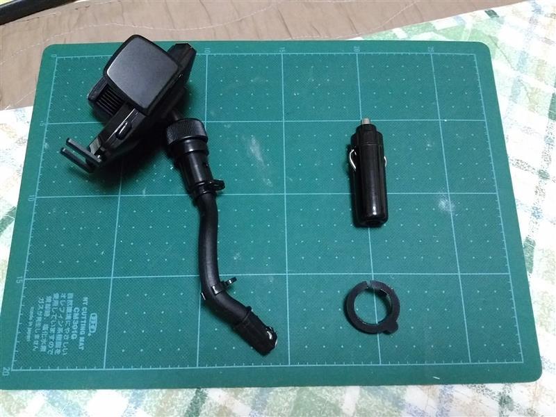 灰皿をスマホホルダー+USBポートに改装