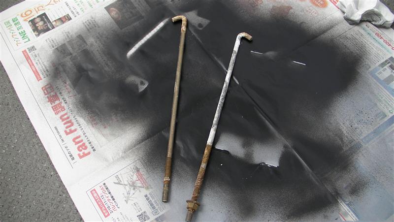 バッテリー固定金具錆び落とし及び塗装①