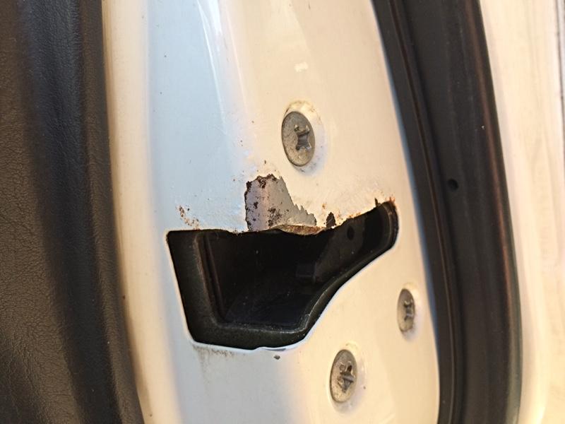 レガシィさん、右ドアストライカーラッチ部分のサビ補修