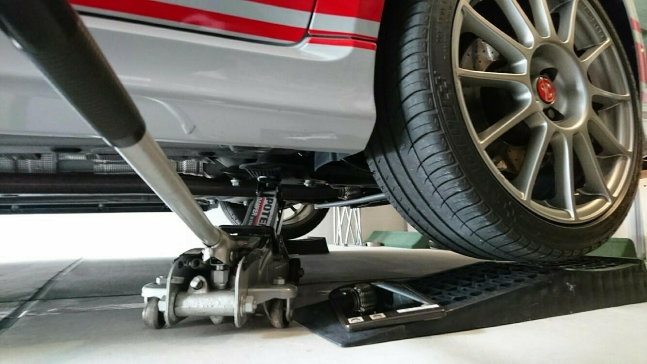 ガレージでタイヤ交換作業できるかな?