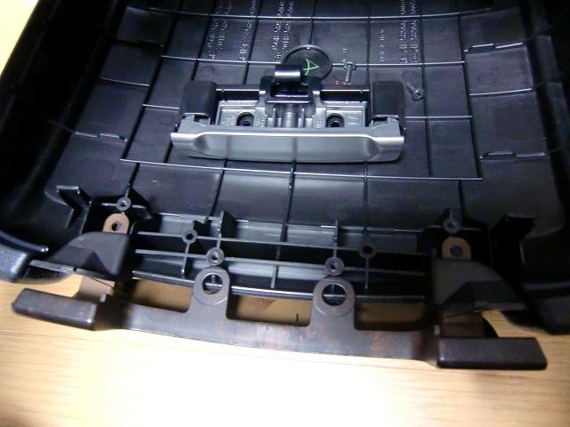 ランクル200「コンソールボックス上蓋補修」