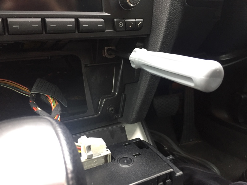 BMW E92 オーディオパネル取り外し(純正FMアンテナ分岐)