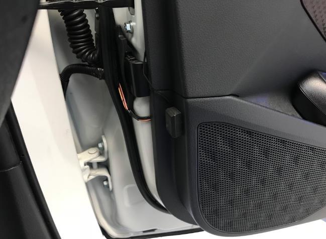 Warning FLASH LEDの取り付け (5) 番外編ドア開閉スイッチを用いて配線のドア渡りを