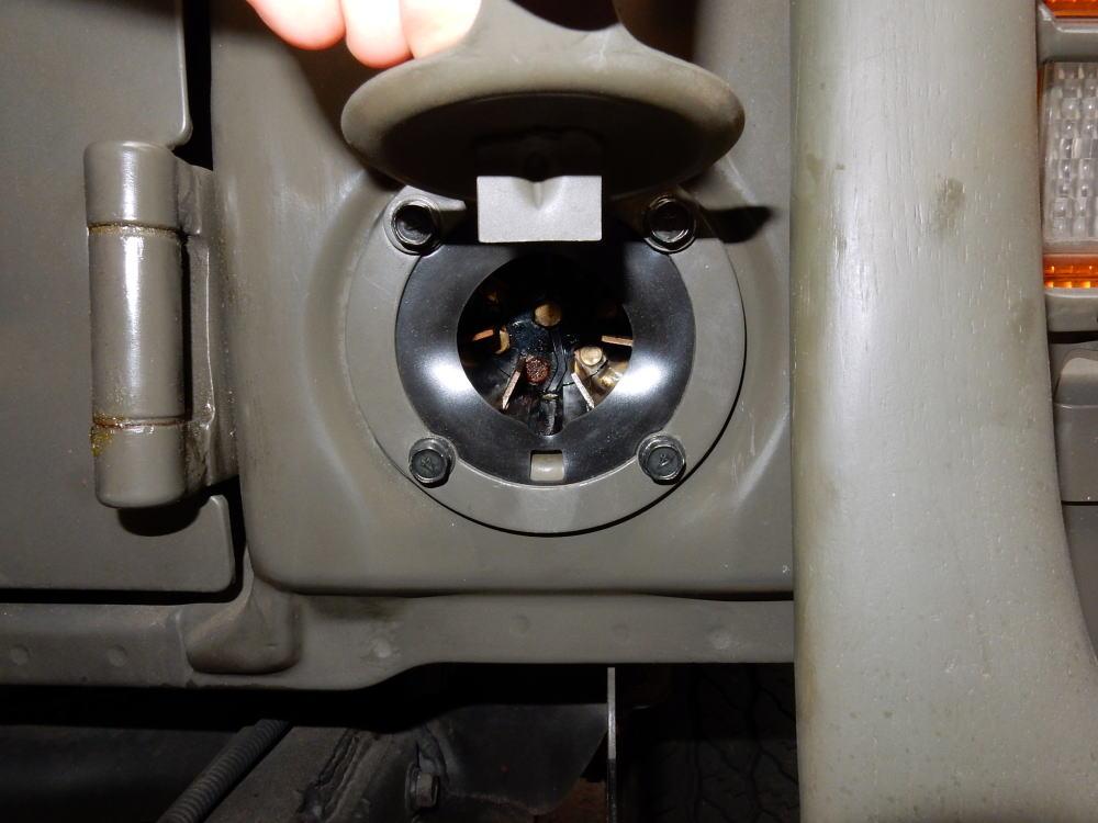 トレーラーソケットのガスケット交換