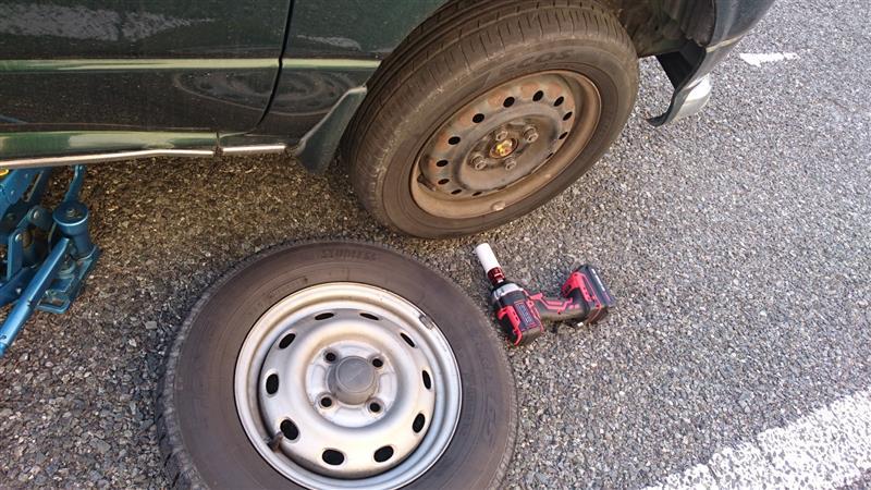 タイヤ履き替え