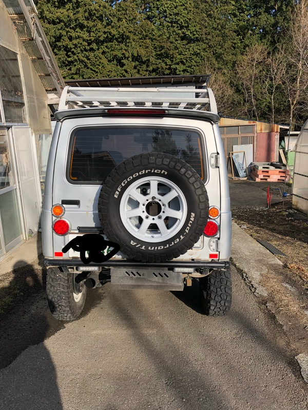 背面タイヤ取り付けとテール類の移動