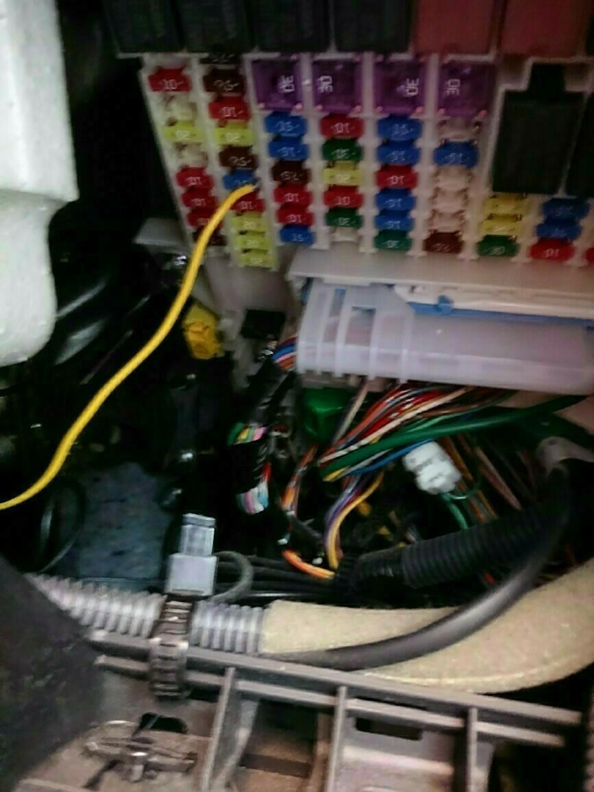 ヒューズから電源をとりました。