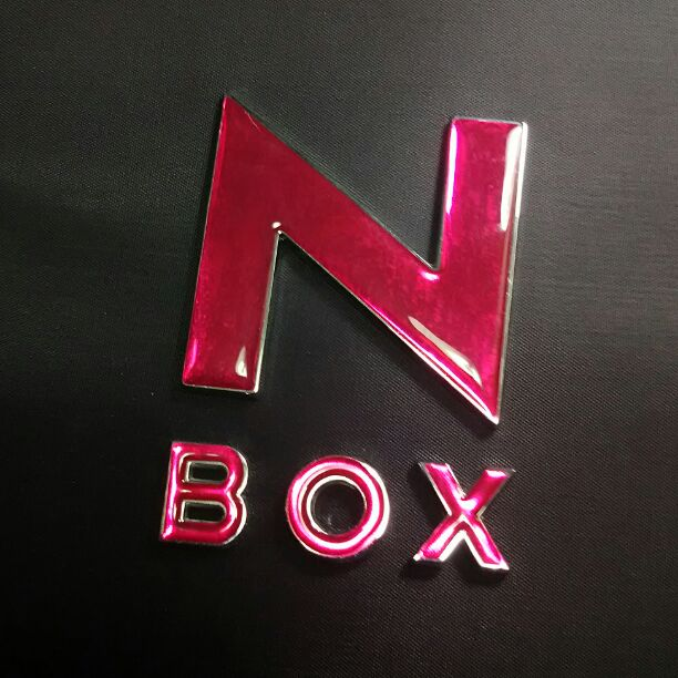 NBOX リアピンクエンブレム取付&位置変更