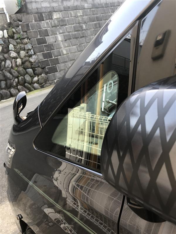 三角窓にスパッタゴールド60貼り付け♬