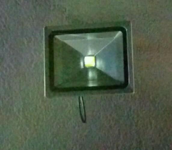 夜間弄りの必需品〜 LED投光器交換〜