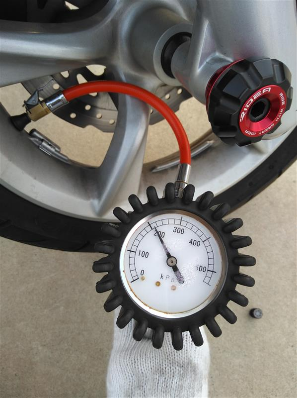 空気圧調整&エアーバルブキャップ交換