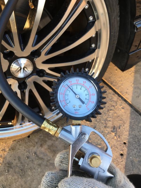 タイヤエア圧調整と洗車と色々。