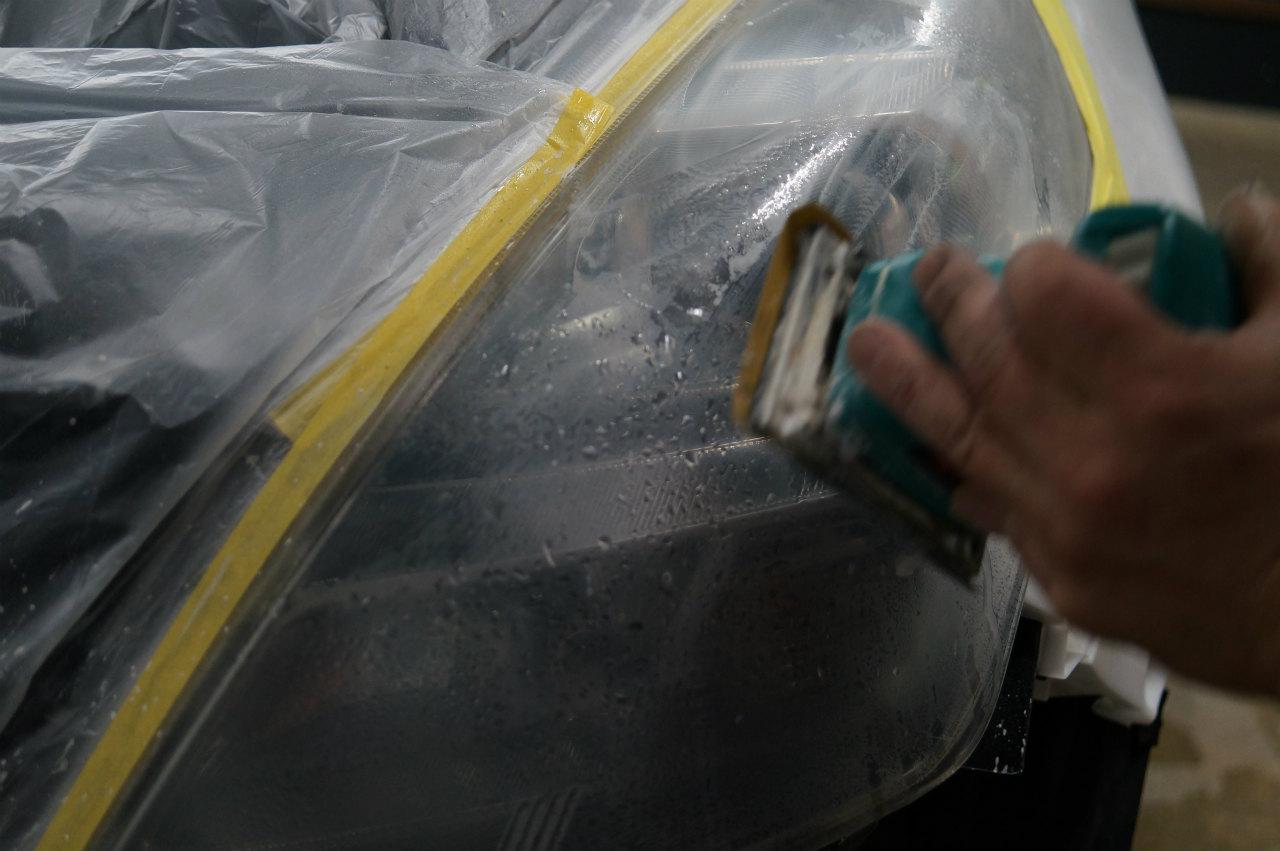 部分施工 ヘッドライトコーティング+1層 メンテナンスにてMPV入庫頂きました
