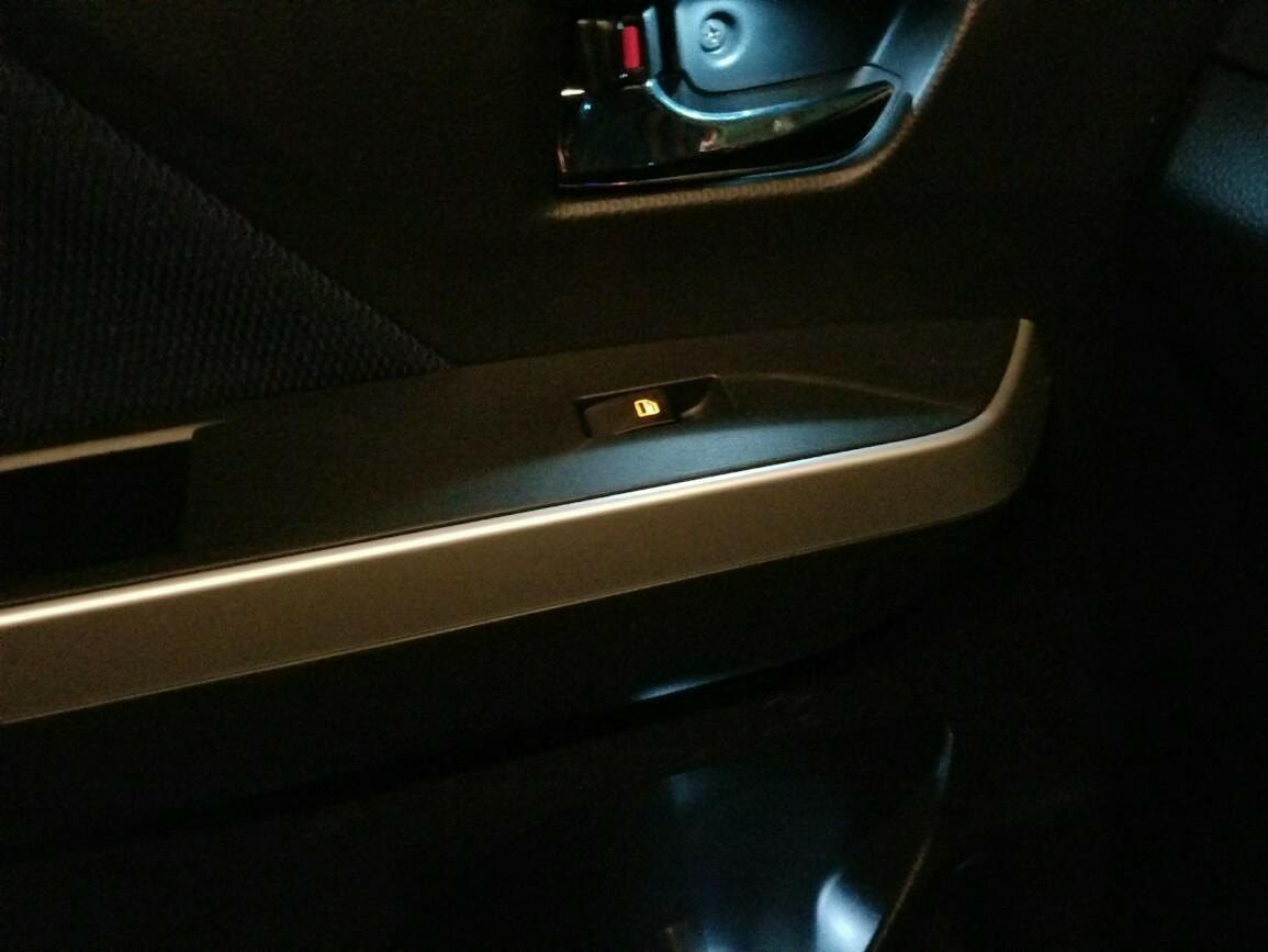 助手席パワーウインドウスイッチ LED打ち替え(*^^*)