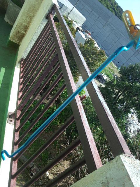 ボンネットを支える棒の塗装