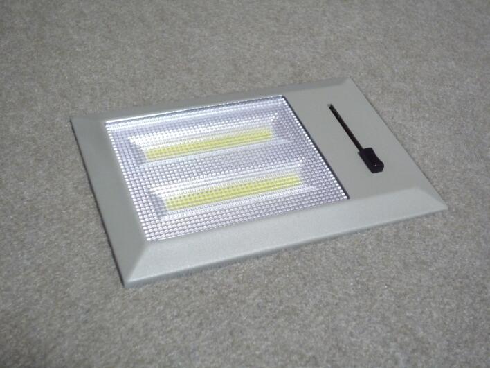 脱着可能なリアゲート調光式LED照明