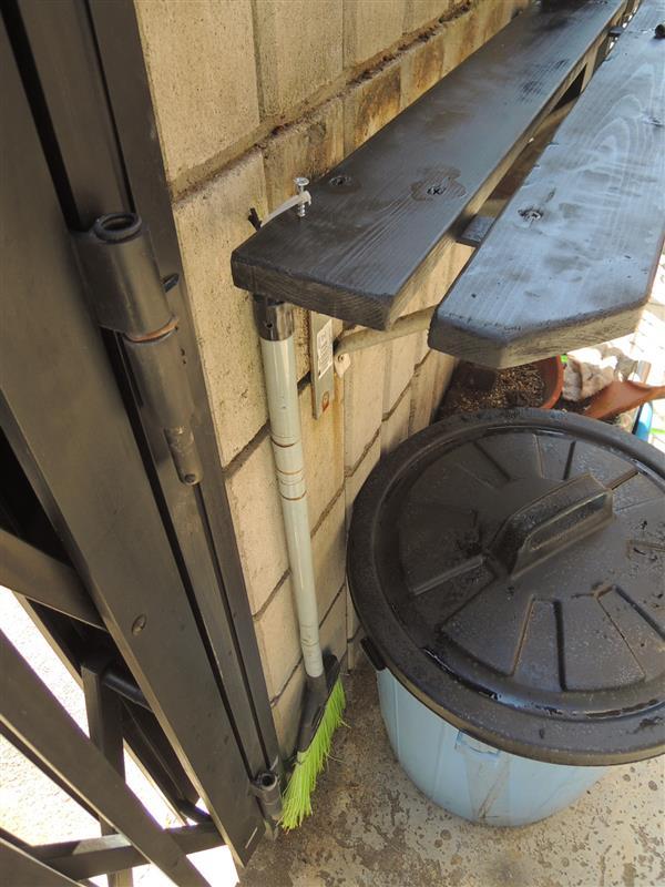 大ほげ研究室😊HOGEガレージ横の壁据え付け台改装😜②