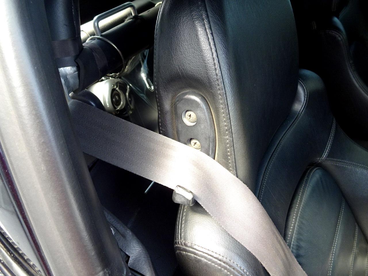 折れたシートベルトガイドの修理その1