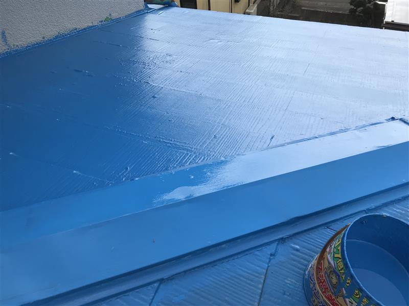中二階の屋根をペンキ塗り