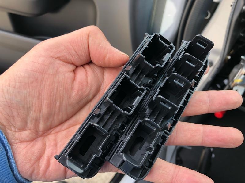 ジャスビーSTEPWGN専用 USB/HDMI パネルセット取付