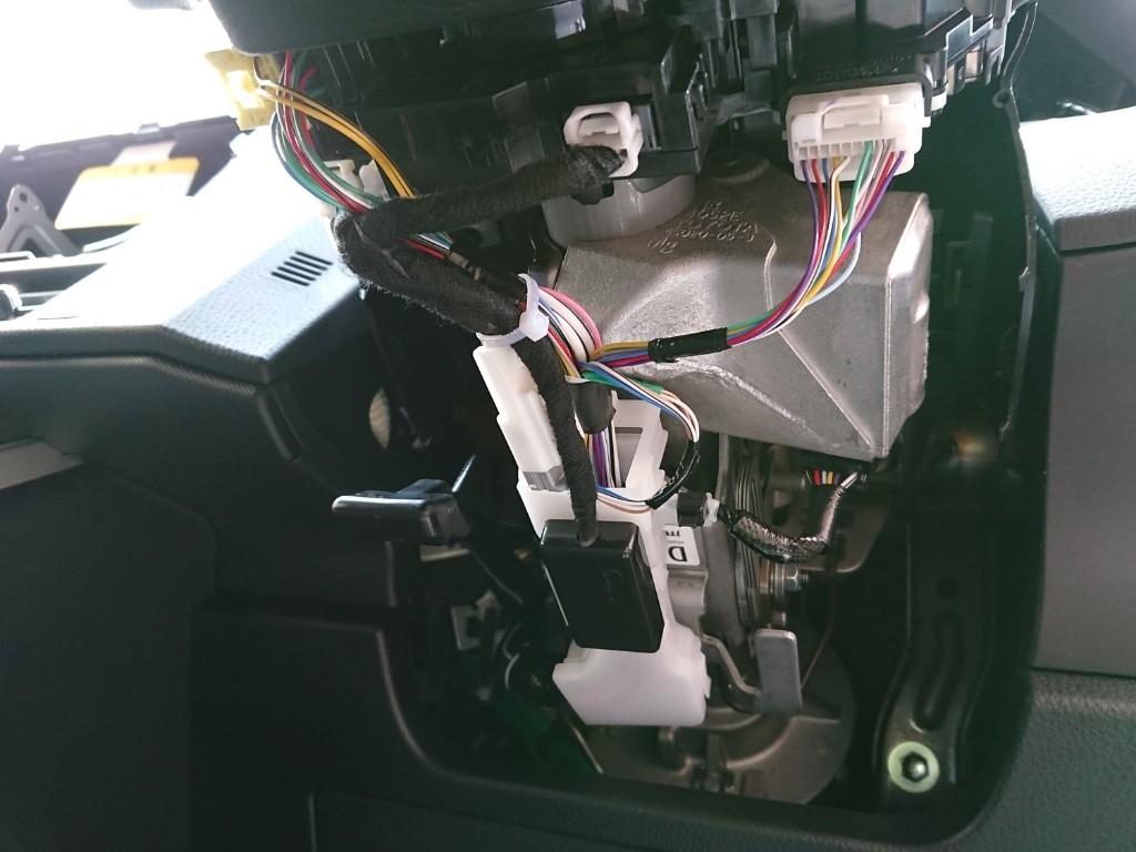 車速感知オートドアロックの取り付け