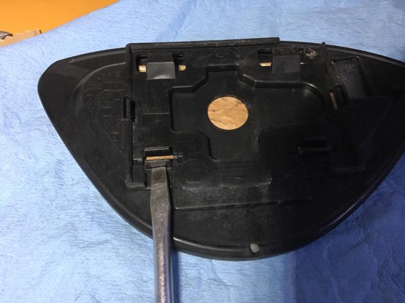 サイドミラーの取り外し、清掃、及びアルミテープ貼り付け施工