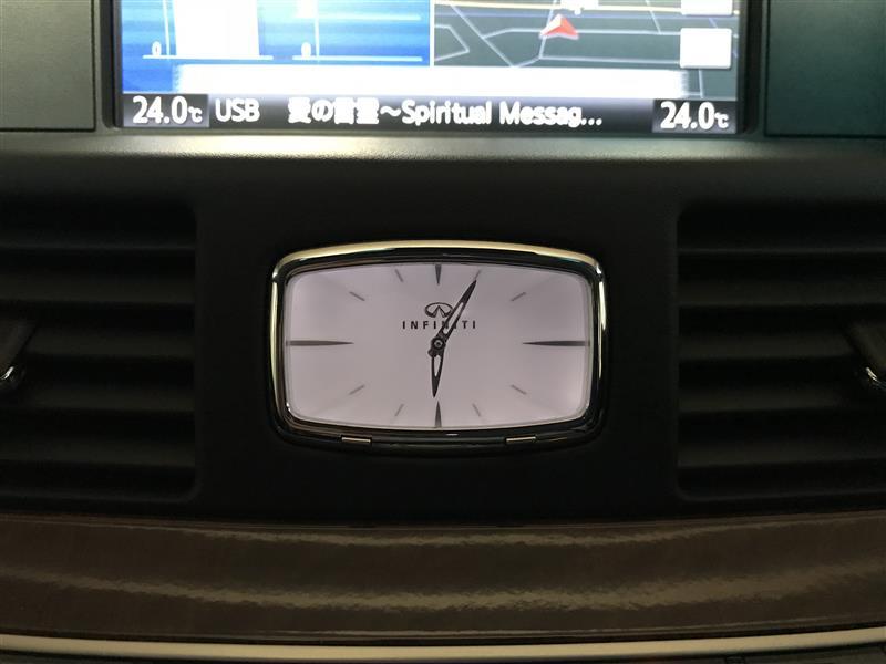 Q70純正 INFINITI ロゴ付き時計に交換