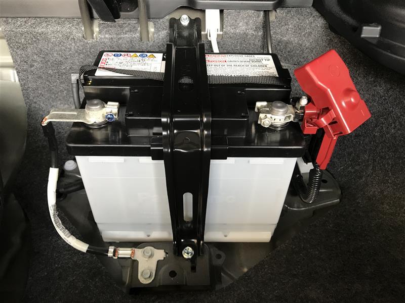 カーオディオ用電源準備 ① メインバッテリーを大型端子に交換