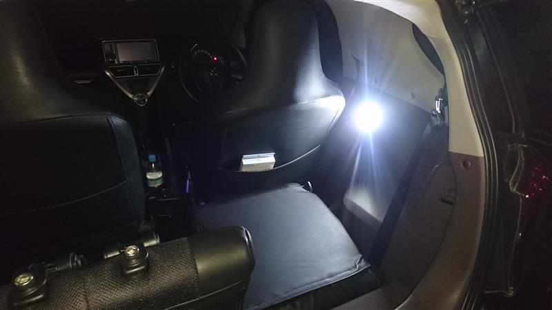 車内に明かりを追加