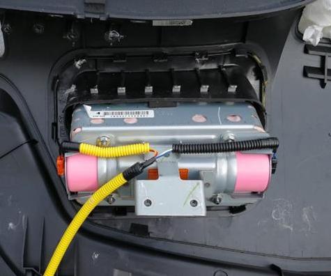 白レガ / 助手席用エアバッグインフレータ対策品交換