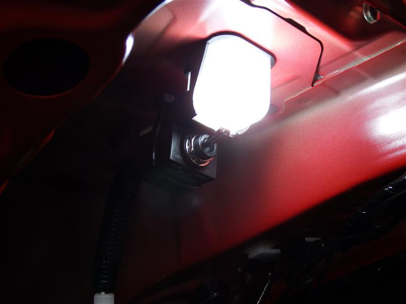 トランク内ランプ スイッチ追加&LED化