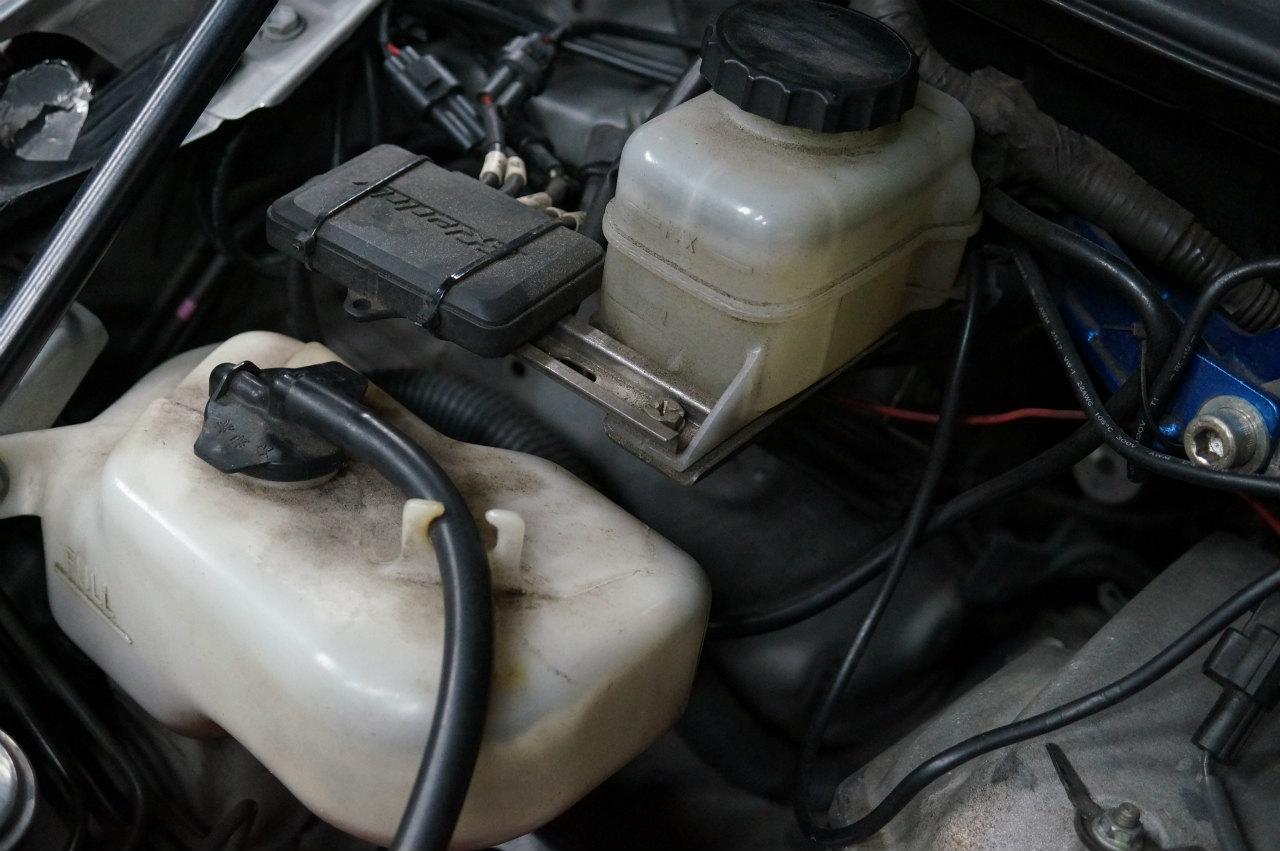 地味に汚れているエンジンルームを^^