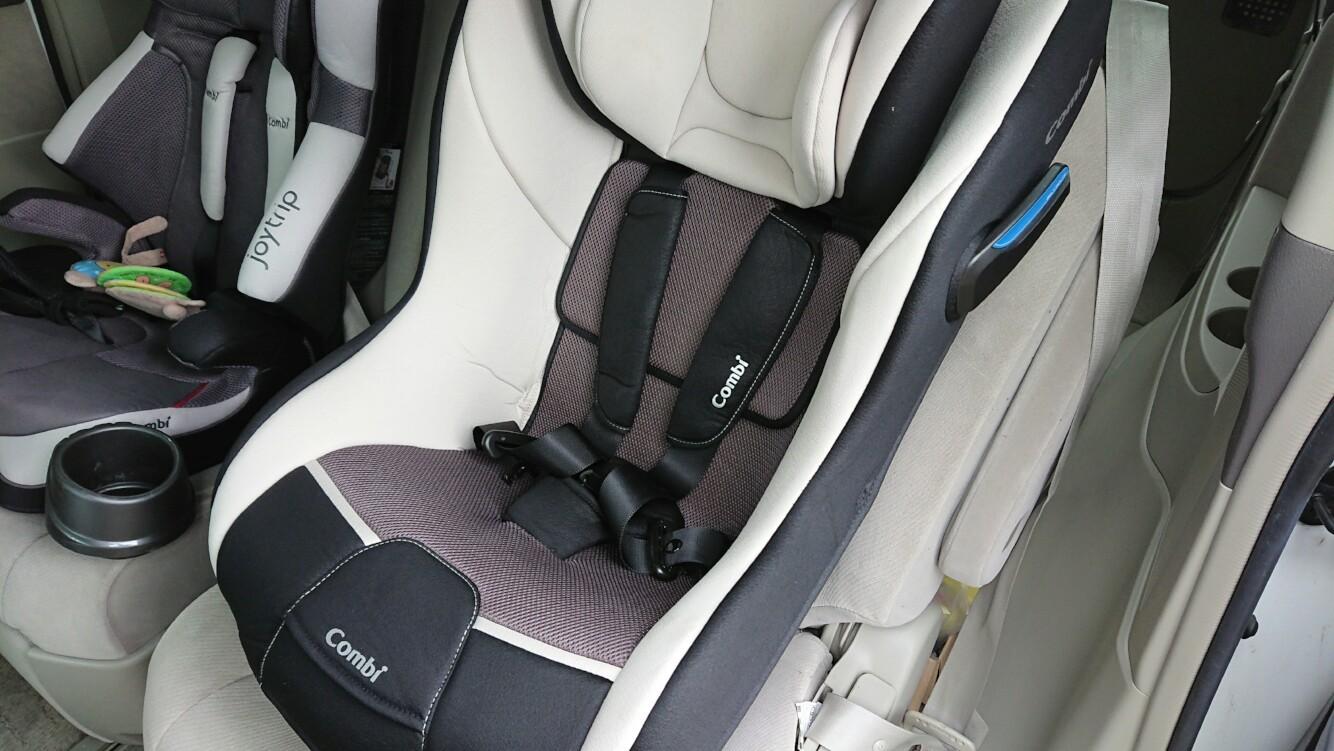 チャイルドシート、肩のベルト調整
