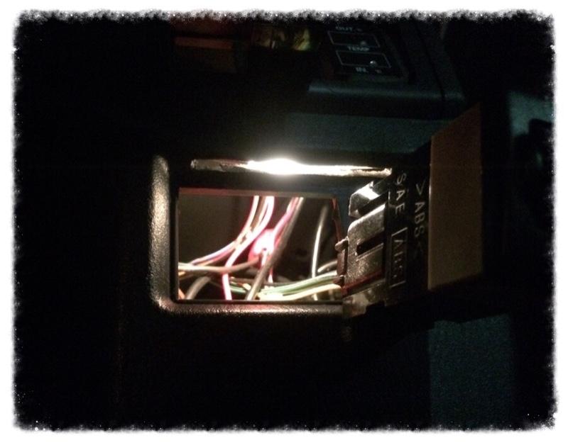 ドアミラー、ヘッドライトレベライザー・コントローラ照明取付