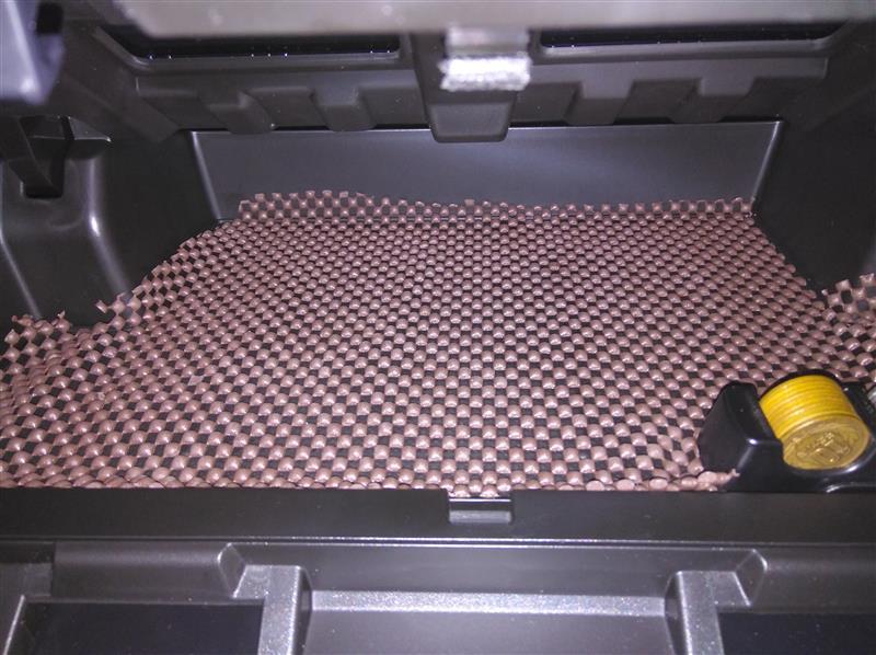 インパネアッパーボックス内の音防止