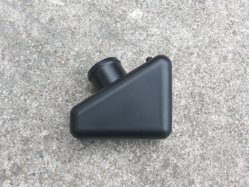 吸気パイプに付いている消音装置らしきものを取り外し