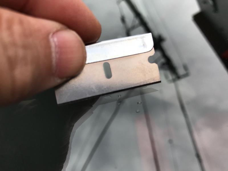 ガラス 飛び石傷リペア
