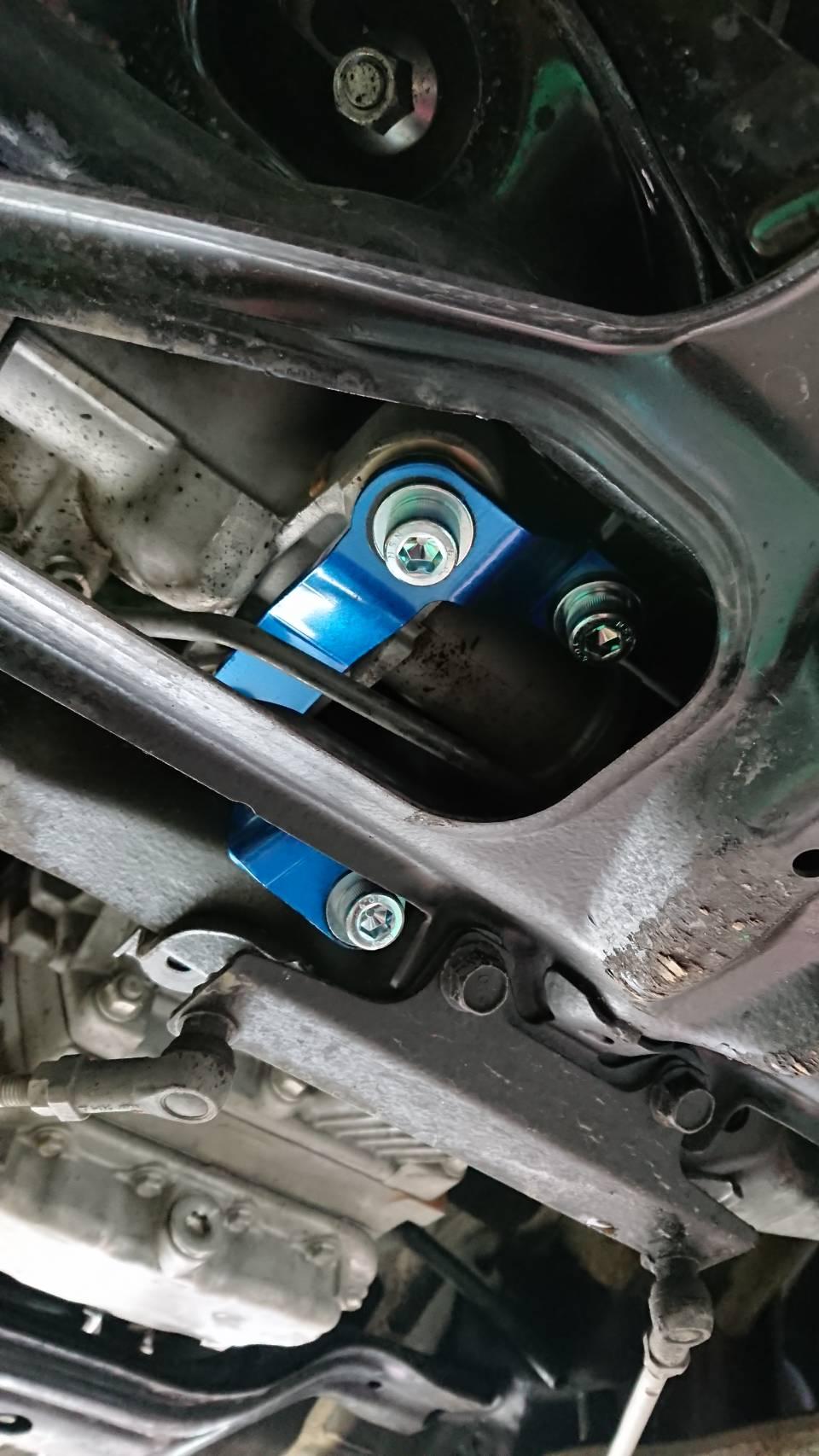 ステアリングラック補強ステーへ換装