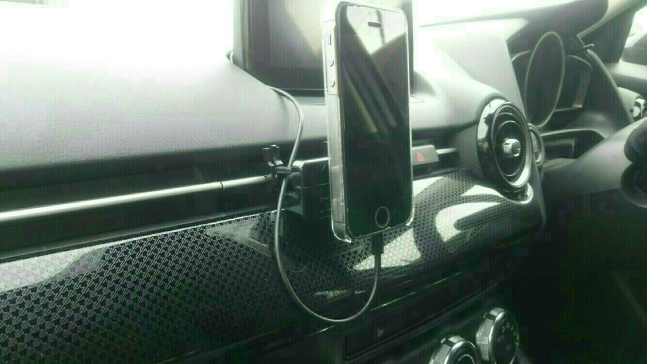 iPhoneのケーブル取り回し