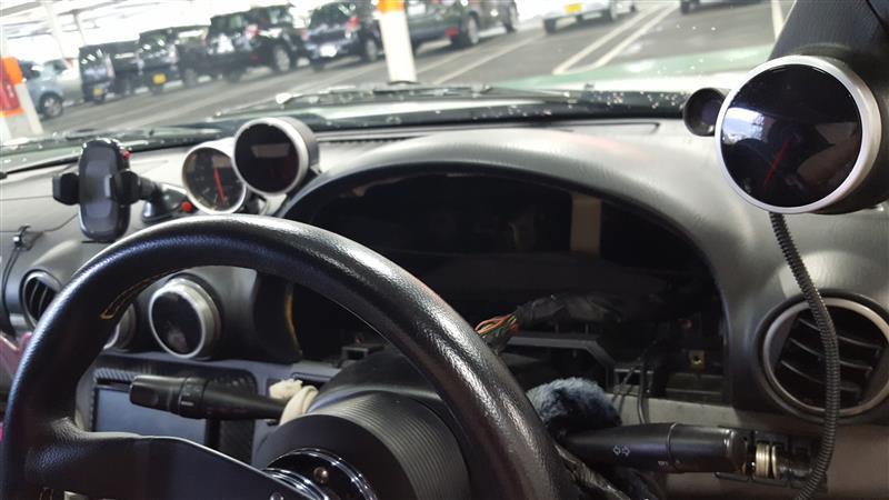 スピードメーターの針が時速20㌔から上がらない